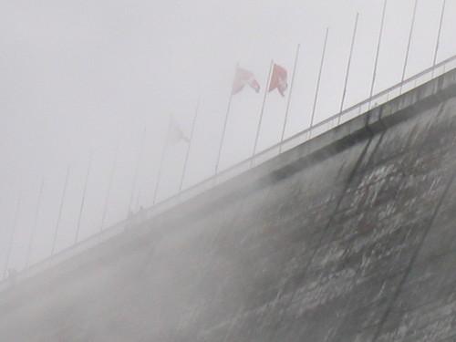 Brume sur le barrage de la Grande Dixence, Suisse